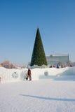 Ondulación permanente, Rusia - 28 de enero 2017: Pequeña ciudad del hielo del ` s del Año Nuevo Fotos de archivo libres de regalías