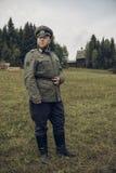 ONDULACIÓN PERMANENTE, RUSIA - 30 DE JULIO DE 2016: Reconstrucción histórica de la Segunda Guerra Mundial, verano, 1942 Oficial a Fotos de archivo libres de regalías