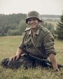 ONDULACIÓN PERMANENTE, RUSIA - 30 DE JULIO DE 2016: Reconstrucción histórica de la Segunda Guerra Mundial, verano, 1942 Soldado a Foto de archivo libre de regalías