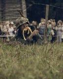 ONDULACIÓN PERMANENTE, RUSIA - 30 DE JULIO DE 2016: Reconstrucción histórica de la Segunda Guerra Mundial, verano, 1942 Soldado a Fotos de archivo libres de regalías