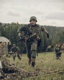 ONDULACIÓN PERMANENTE, RUSIA - 30 DE JULIO DE 2016: Reconstrucción histórica de la Segunda Guerra Mundial, verano, 1942 Soldados  Imagenes de archivo