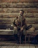 ONDULACIÓN PERMANENTE, RUSIA - 30 DE JULIO DE 2016: Reconstrucción histórica Soldado ruso de la guerra I de Worl Fotos de archivo