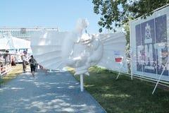ONDULACIÓN PERMANENTE, RUSIA - 11 DE JUNIO DE 2013: Bestiario de la ondulación permanente del objeto expuesto Imagen de archivo