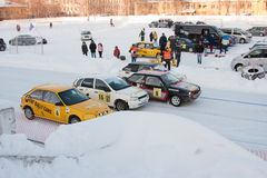 ONDULACIÓN PERMANENTE, RUSIA, EL 17 DE ENERO Carreras de coches 2016 en el estadio Imagen de archivo