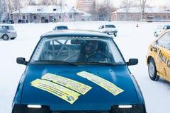 ONDULACIÓN PERMANENTE, RUSIA, EL 17 DE ENERO 2016: el piloto en la cabina de un racin Fotos de archivo libres de regalías