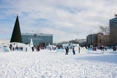 ONDULACIÓN PERMANENTE, Rusia, febrero, 06 2016: Ciudad helada del ` s del Año Nuevo Imagen de archivo