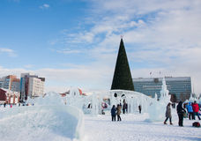 ONDULACIÓN PERMANENTE, Rusia, febrero, 06 2016: Ciudad helada del ` s del Año Nuevo Foto de archivo