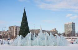 ONDULACIÓN PERMANENTE, Rusia, febrero, 06 2016: Ciudad helada del ` s del Año Nuevo Fotografía de archivo libre de regalías