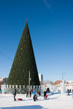 ONDULACIÓN PERMANENTE, Rusia, febrero, 06 2016: La ciudad helada del Año Nuevo Imagenes de archivo