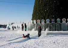 ONDULACIÓN PERMANENTE, Rusia, febrero, 06 2016: La ciudad helada del Año Nuevo Fotografía de archivo libre de regalías