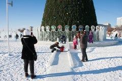 ONDULACIÓN PERMANENTE, Rusia, febrero, 06 2016: La ciudad helada del Año Nuevo Fotos de archivo libres de regalías