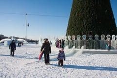 ONDULACIÓN PERMANENTE, Rusia, febrero, 06 2016: La ciudad helada del Año Nuevo Imagen de archivo