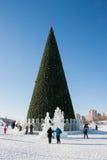 ONDULACIÓN PERMANENTE, Rusia, febrero, 06 2016: La ciudad helada del Año Nuevo en el Espl Imagen de archivo