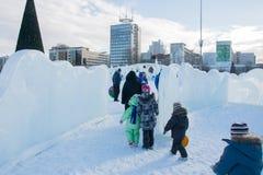 ONDULACIÓN PERMANENTE, Rusia, febrero, 06 2016: La ciudad helada del Año Nuevo en el Espl Foto de archivo