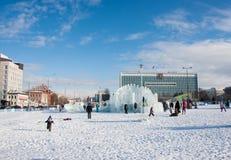 ONDULACIÓN PERMANENTE, Rusia, febrero, 06 2016: La ciudad helada del Año Nuevo en el Espl Fotos de archivo