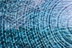 Ondulación superficial del agua Imagenes de archivo