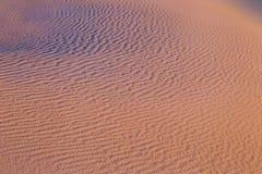 Ondulaciones de la duna de arena Fotos de archivo