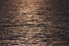 Ondulaciones de oro del agua Fotografía de archivo libre de regalías