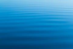 Ondulaciones del agua azul del océano Fotografía de archivo libre de regalías