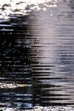 Ondulaciones en agua del lago Foto de archivo libre de regalías
