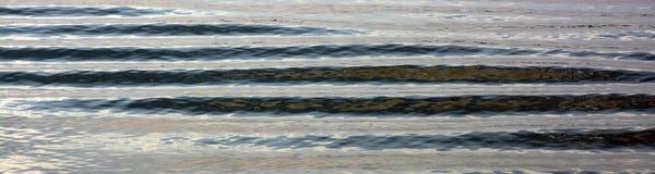 Ondulaciones en el agua tranquila Fotos de archivo libres de regalías