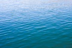 Ondulaciones superficiales del agua Imagenes de archivo