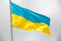 Ondulation de drapeau de l'Ukraine Photo libre de droits