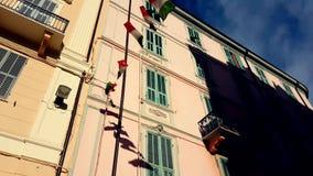 Ondulation de drapeaux de l'Italie banque de vidéos