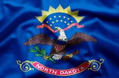 Ondulation du Dakota du Nord et illustration colorées de drapeau de plan rapproché illustration de vecteur