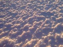Ondulations étroites hautes de neige de résumé Image stock
