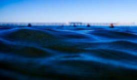 Ondulations dans l'océan Photo libre de droits