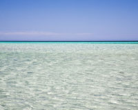 Ondulations en mer bleue claire Photos libres de droits