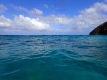 Ondulazione delle onde di oceano e punto di Makapuu Immagini Stock Libere da Diritti