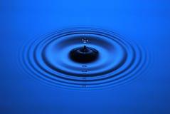 Ondulazione di goccia dell'acqua Fotografia Stock