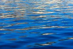 Ondulazioni dell'acqua blu Fotografia Stock Libera da Diritti