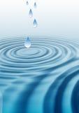 Ondulazioni di goccia dell'acqua Fotografia Stock
