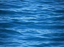 Ondulazioni sul mare blu Immagine Stock Libera da Diritti