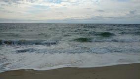 Ondule la plage de Salisbury image libre de droits