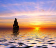 Sailing to the sunset Royalty Free Stock Images