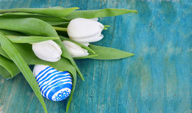 One easter egg with white tulips Royalty Free Stock Images