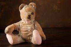 One-eyed teddybear. Worn old teddy bear that has lost an eye Royalty Free Stock Photos