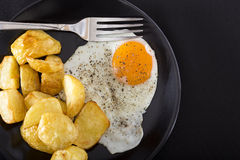 One fried egg with potatoes Stock Photography