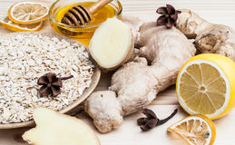 The one-piece and sliced ginger, muesli and honey stock photo