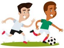 One-on-one slag van concurrerende beeldverhaalvoetbalsters die die en na bal lopen achtervolgen op witte achtergrond wordt geïsol stock illustratie