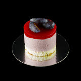 One small cake decorated with plum wedges Royalty Free Stock Photos