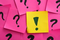 One sticky note with exclamation mark among others. Difference and uniqueness concept Royalty Free Stock Photos