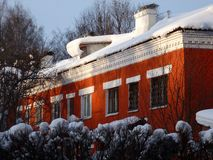 Free One-storey House Of Red Brick In Snow Drifts Royalty Free Stock Image - 146608686