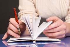 One thing to remember. Fingers with pen on the notepad Royalty Free Stock Image