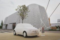 Onecht Fiat 500 auto in Expo 2105 in Milaan, Italië Royalty-vrije Stock Afbeeldingen