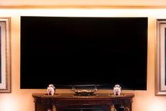 Onechte TV in klassieke woonkamer royalty-vrije stock afbeelding